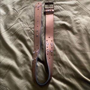 Brassy belt with detail